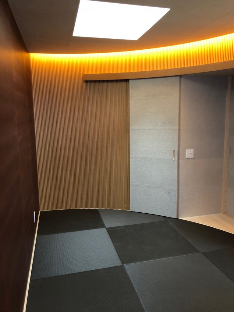 R壁面の和室
